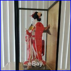 Vintage Japanese Geisha doll in Kimono 17 on wooden base in glass case 21