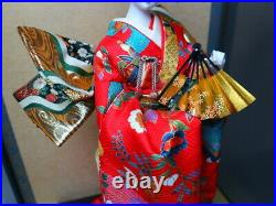 Vintage Japanese Geisha doll in Kimono 18 on wooden base in glass case 21 MINT